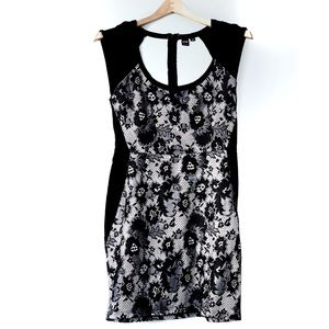 Simons Iconé Scoop Lace Bodycon Dress